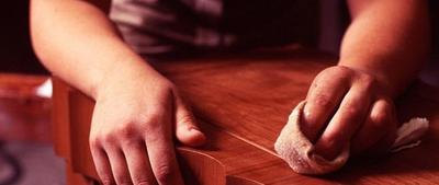 Трещины на мебели  выявленные в ходе экспертизы