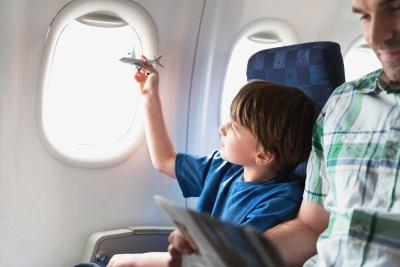 Со скольки лет можно летать на самолете без родителей по миру