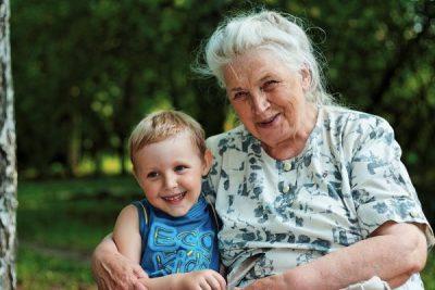 Нужна ли доверенность на ребенка бабушке