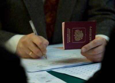 Изображение - Образец доверенности адвокату на представление интересов в суде sostavlenie_dokumenta_s_pasportom_i_kodeksom_1_05155157-400x291